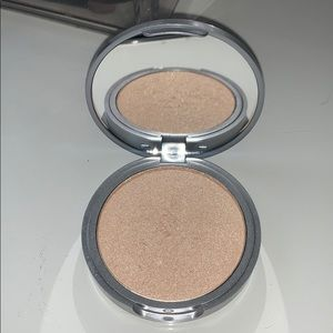 The Balm shimmering powder